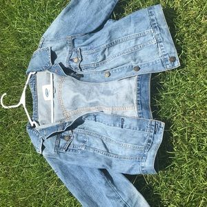 A cropped jean jacket!! Mint condition!
